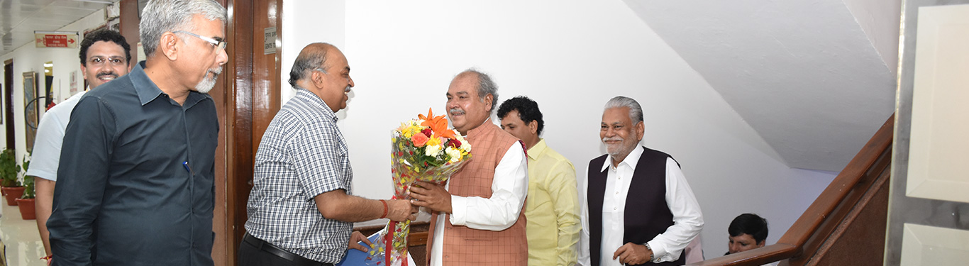 Secretary(DAC&FW) welcoming Union Agriculture Minister - Sh. Narendar Singh Tomar